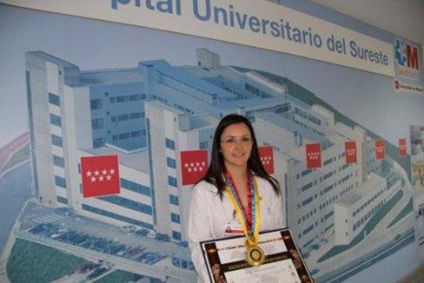 Una trabajadora del hospital de arganda premio for Oficina de empleo de arganda del rey